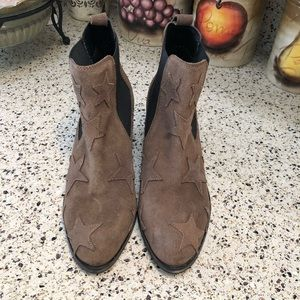 NWT Rebels Suede star Appliqué Ankle Bootie